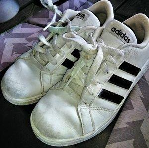 Boys classic ADIDAS 3 stripes size 2